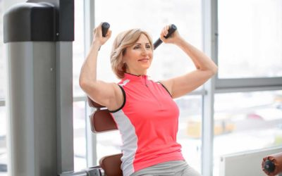 Come rassodare le braccia a 50 anni con questi semplici esercizi