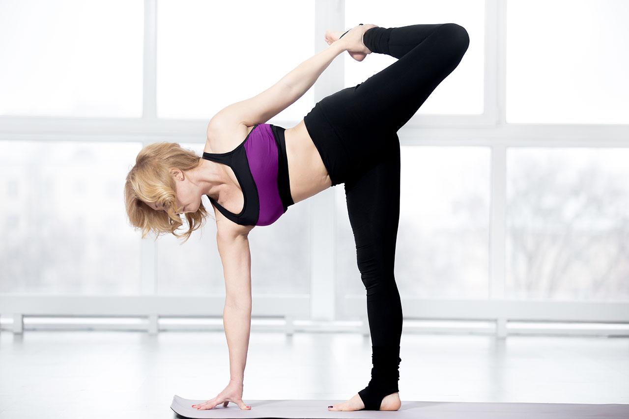 esercizi yoga in menopausa